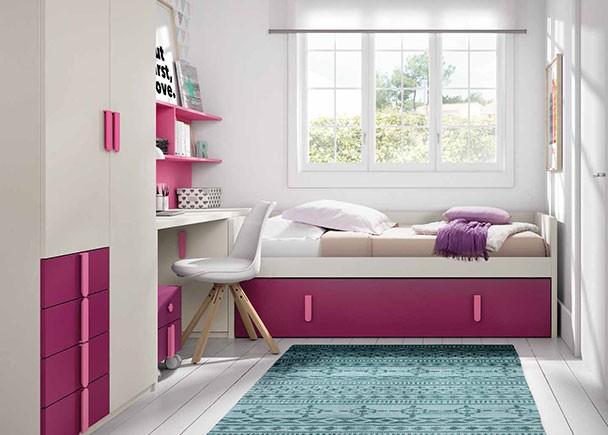 Dormitorio infantil equipado con una cama nido baja con somier de arrastre.  En la cabecera de la cama se ha colocado un práctico arcón de puerta ex