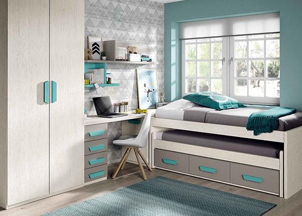Habitación infantil con distribución en L, equipada con una cama compacta alta con deslizante y base de 3 cajones. En la cabecera de la cama se ha c