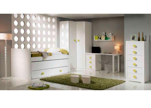 Habitación juvenil de estilo colonial con cama compacta modelo SPORT para somier de 90 x 190. Con base de 2 baúles y una segunda cama deslizante.