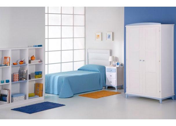 Dormitorio infantil lacado con armario y librería.. Elmenut