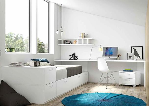Dormitorio juvenil equipado a base de módulos de gran capacidad de almacenamiento de diferentes anchos, junto con una amplia zona de estudio.