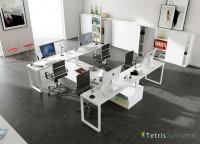 Zonas de estudio: Despacho multi-office con 4 puestos de trabajo equipado con mesas rectas, cada una con un archivador bajo transversal diáfano.