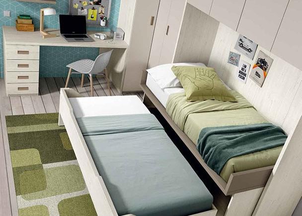 Dormitorio infantil con 2 camas armario rinc n puente y for Cama puente con escritorio