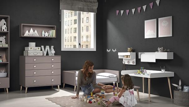 Cuna convertible de 140 x 70 y mesa infantil con taburete for Tre stelle arredamenti